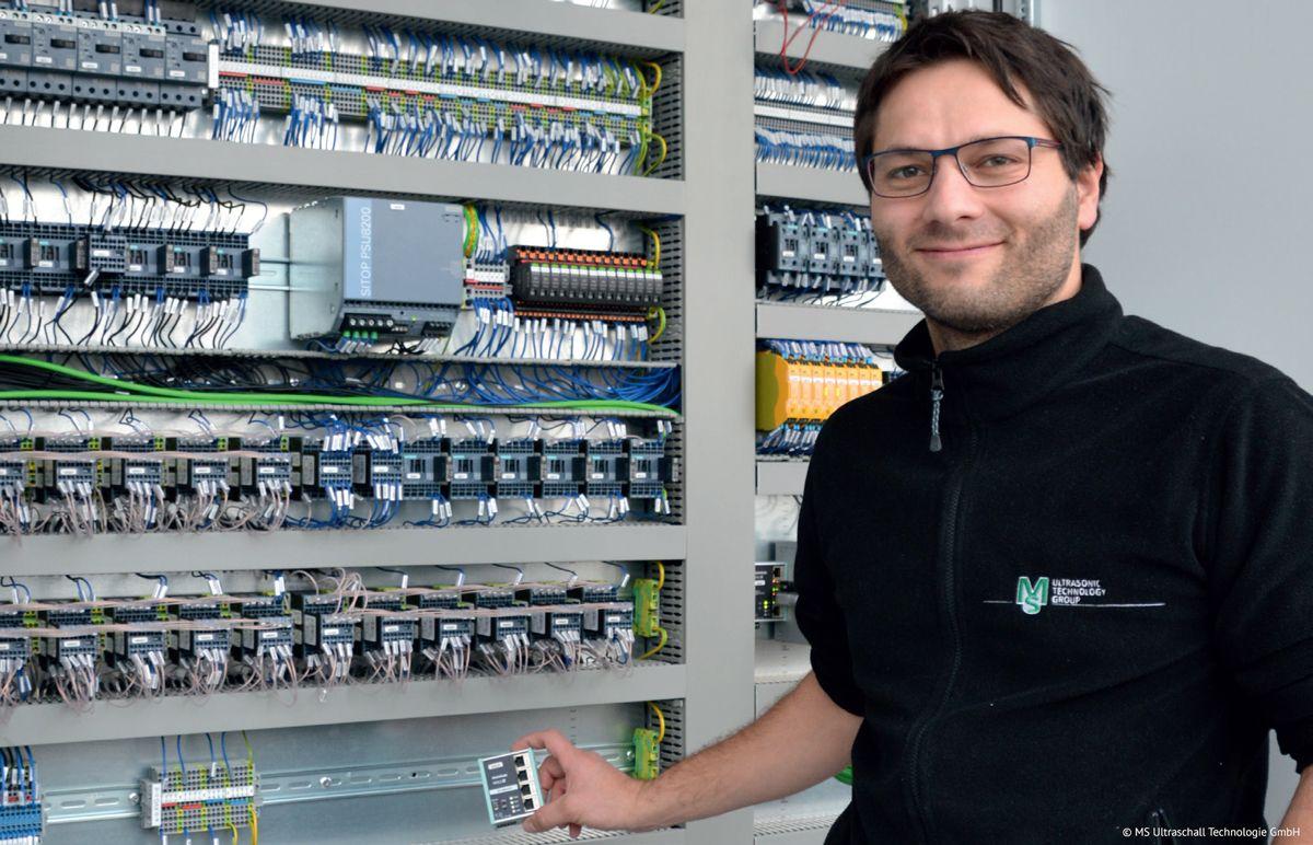 WALL IE di Helmholz: la soluzione perfetta per la rete macchine di MS Ultraschall Technologie GmbH